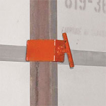 "Wall straightener with 2"" x 4"" (50mm x 100mm) clamp"